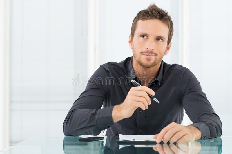 Homme d'affaires songeur images stock