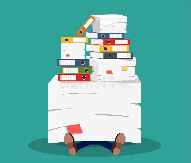 Homme d'affaires soumis à une contrainte sous la pile des papiers de bureau illustration stock