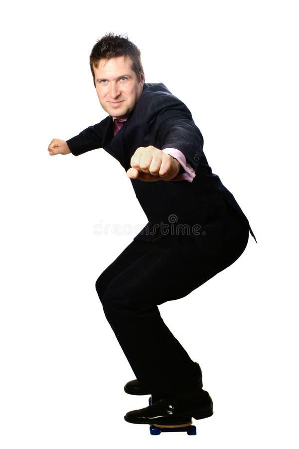 Homme d'affaires sur la planche à roulettes photographie stock libre de droits