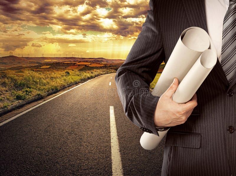 Homme d'affaires sur la route image stock
