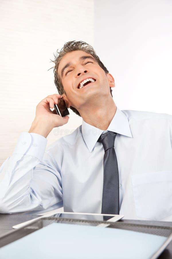 Homme d'affaires Talking au téléphone portable photo libre de droits