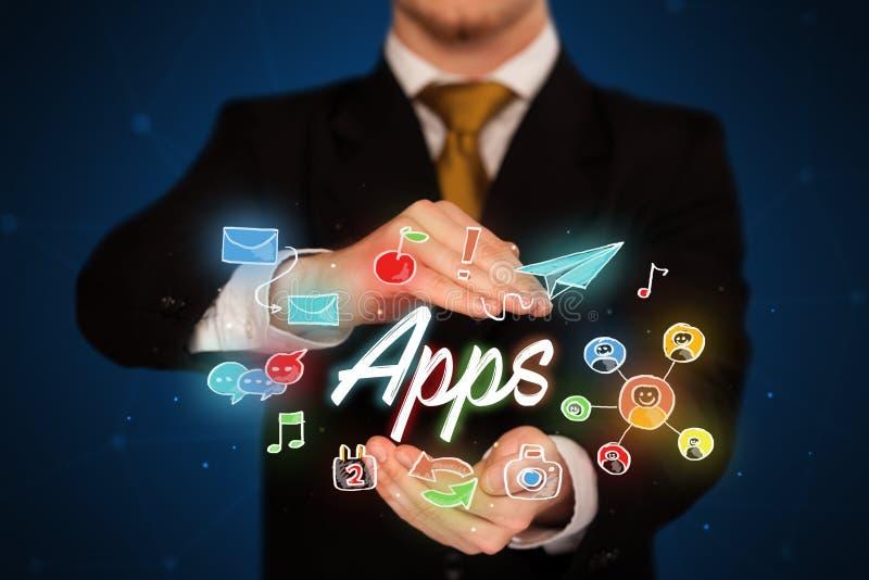 Homme d'affaires tenant des apps photo libre de droits