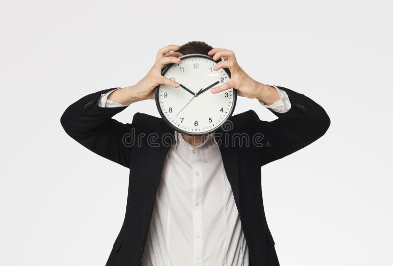 Homme d'affaires tenant l'horloge au lieu de la tête photos stock