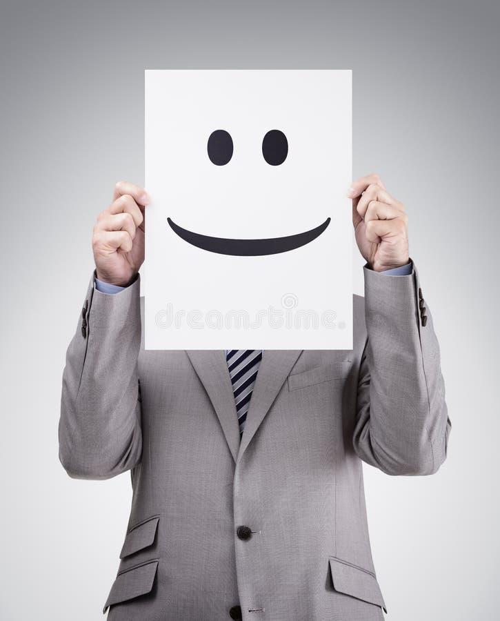 Homme d'affaires tenant la carte avec le visage souriant image stock