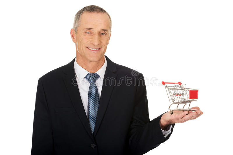 Homme d'affaires tenant le caddie photos stock