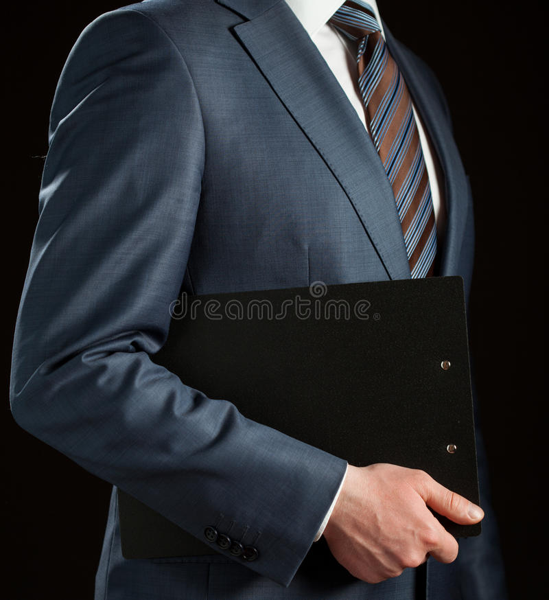 Homme d'affaires tenant le presse-papiers images stock