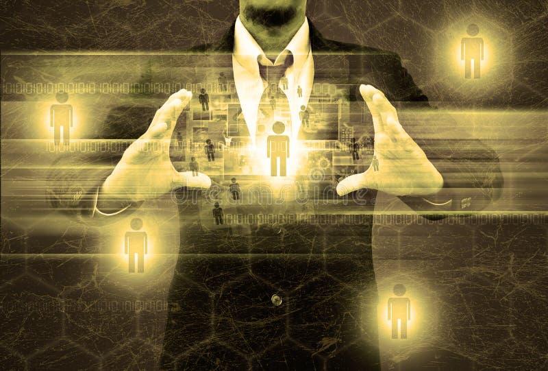 Homme d'affaires tenant le réseau social dans la vieille texture photos libres de droits