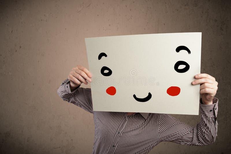 Download Homme D'affaires Tenant Un Carton Avec Un Visage Souriant Là-dessus Photo stock - Image du faceless, caractère: 45365822