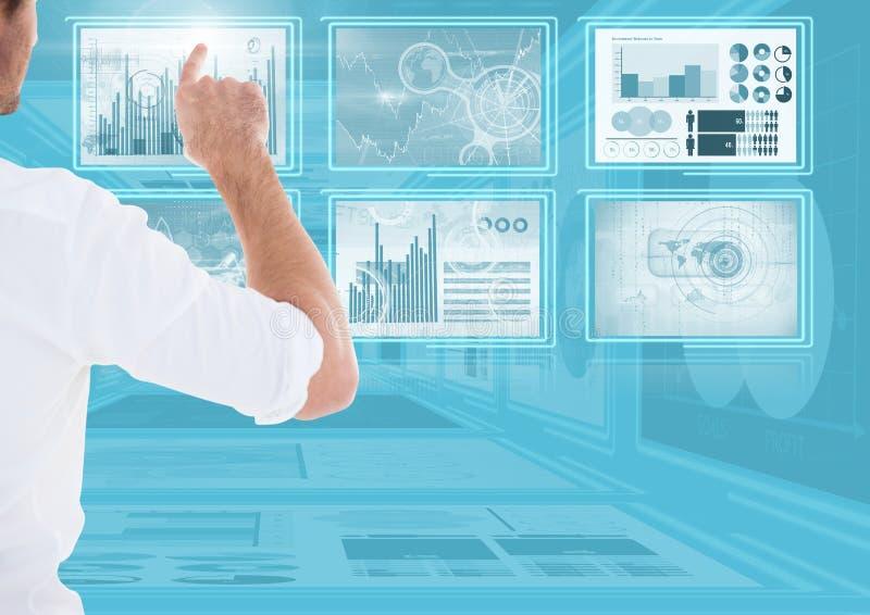 Homme d'affaires touchant et agissant l'un sur l'autre avec des panneaux d'interface de technologie photographie stock libre de droits