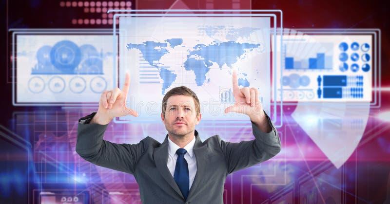 Homme d'affaires touchant et agissant l'un sur l'autre avec des panneaux d'interface de technologie image libre de droits
