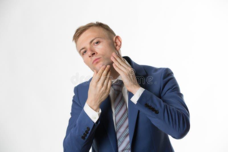 Homme d'affaires touchant son visage accentuant des soins de la peau photographie stock libre de droits