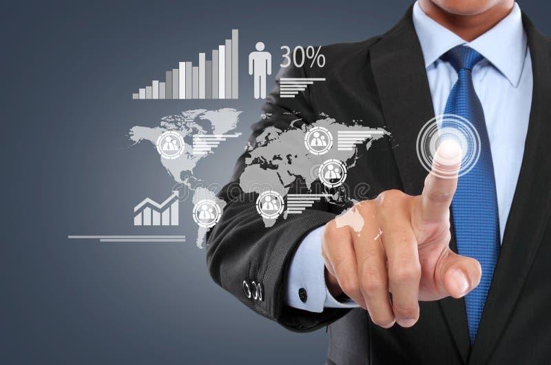 Download Homme D'affaires Travaillant Avec L'écran Virtuel Numérique Photo stock - Image du digital, interaction: 33333022