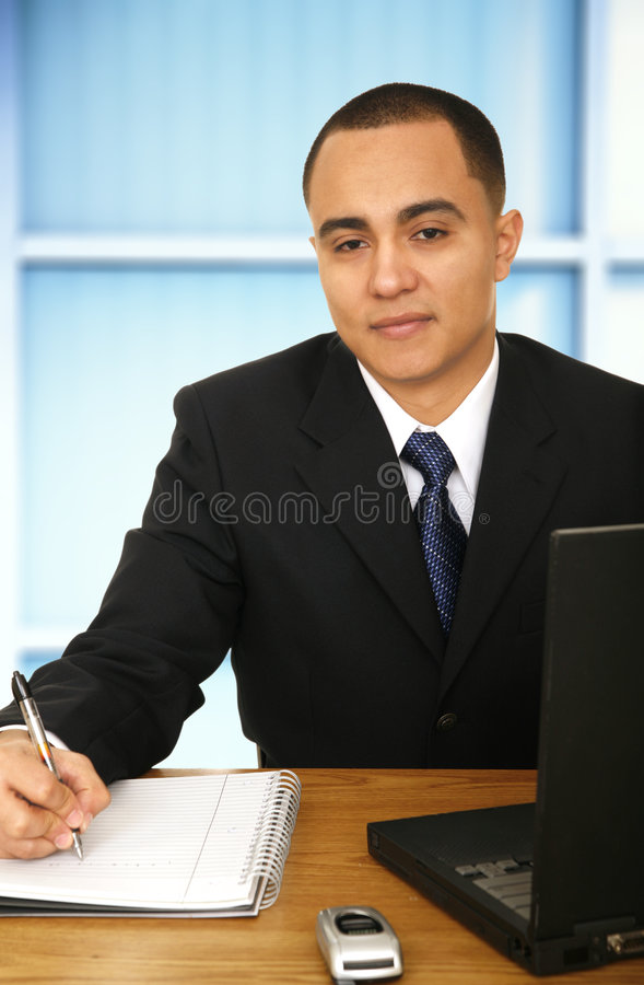 Homme d'affaires travaillant dans son bureau image libre de droits