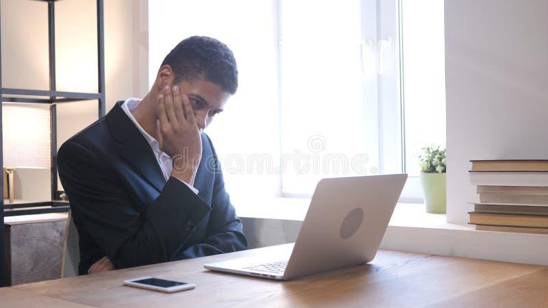 Homme d'affaires Upset par la perte au travail photos stock