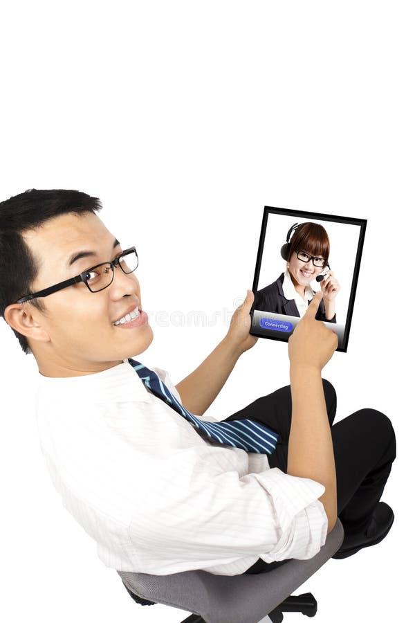 Homme d'affaires utilisant la vidéoconférence avec le propriétaire image libre de droits