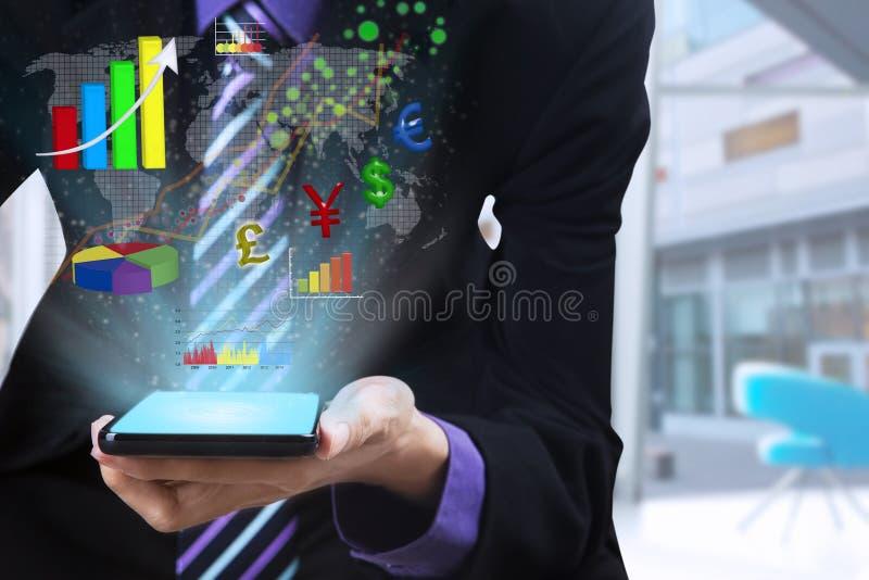 Homme d'affaires utilisant le téléphone intelligent mobile images libres de droits