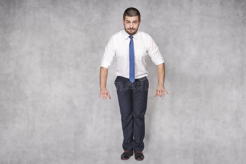 Homme d'affaires utilisant une chemise intéressante images libres de droits