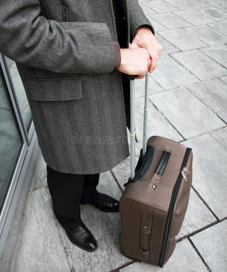 Homme d'affaires voyageant dans la ville photo libre de droits