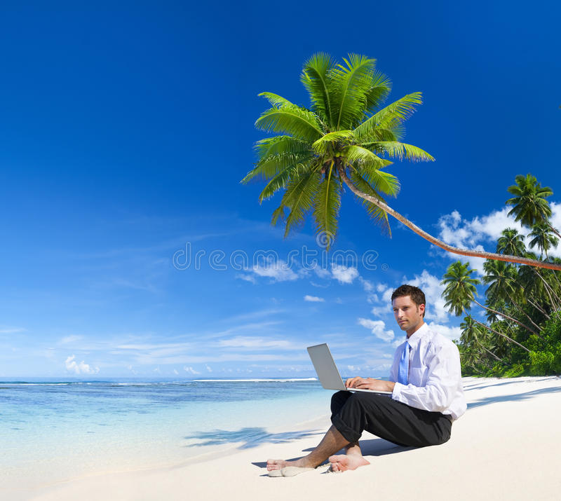 Homme d'affaires Working sur un ordinateur portable photos stock