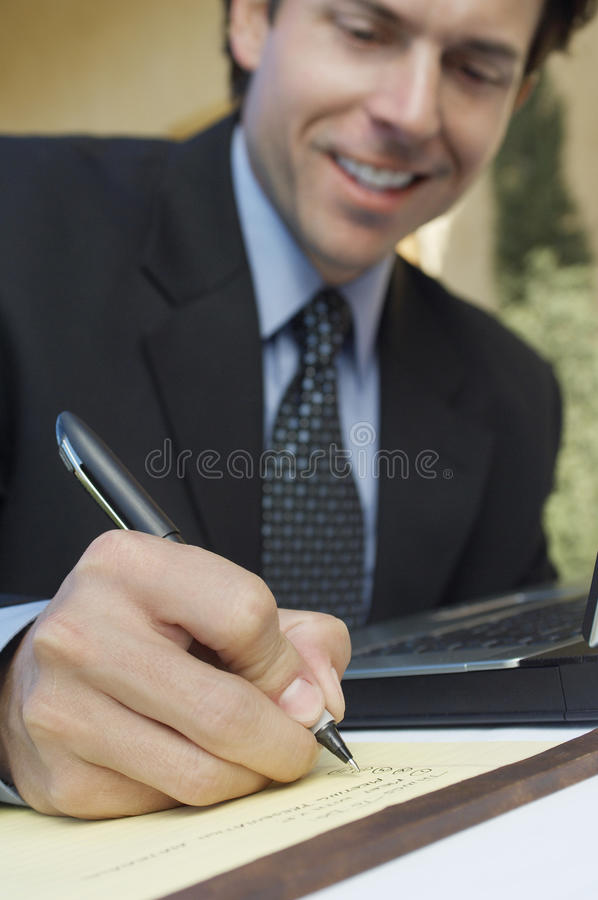 Homme d'affaires Writing Notes photographie stock