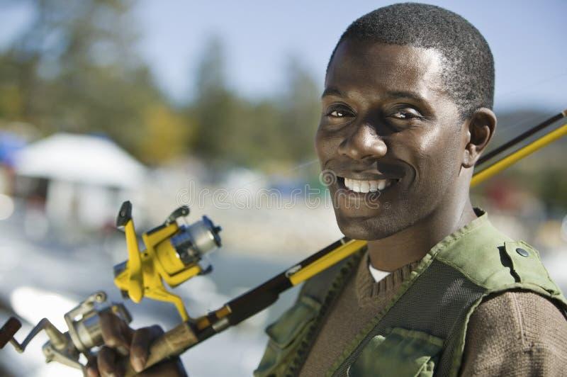 Homme d'Afro-américain avec canne à pêche images libres de droits