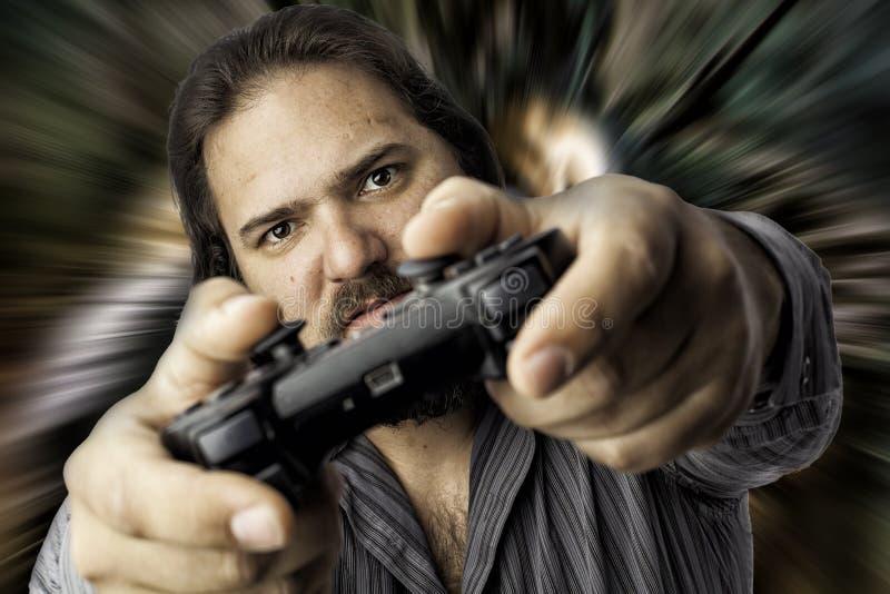 Homme d'isolement avec le contrôleur de jeu vidéo photographie stock