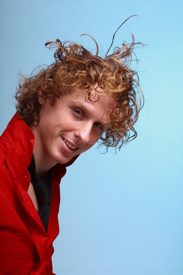 Homme d'une chevelure rouge avec le vol de cheveu photos stock