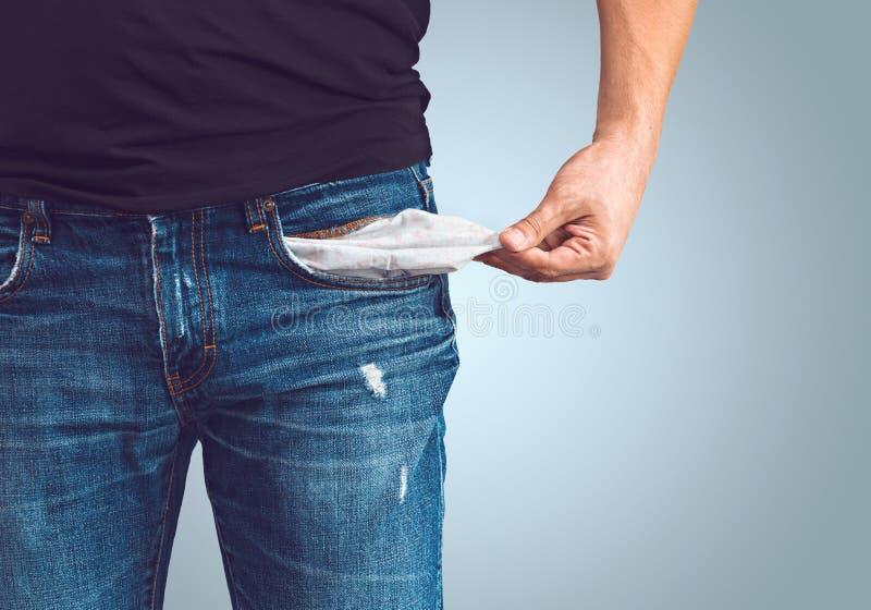 Homme dans des jeans avec la poche vide photographie stock