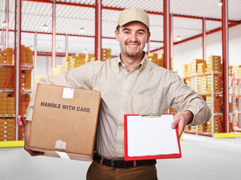 Homme dans l'entrepôt photos libres de droits