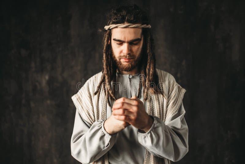 Homme dans l'image de la prière de Jesus Christ photos stock