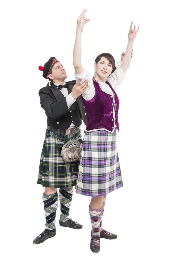 Homme dans la danse de enseignement d'écossaise de femme de kilt photographie stock