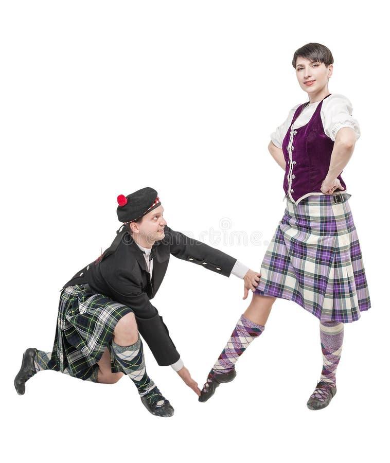 Homme dans la danse de enseignement d'écossaise de femme de kilt images stock