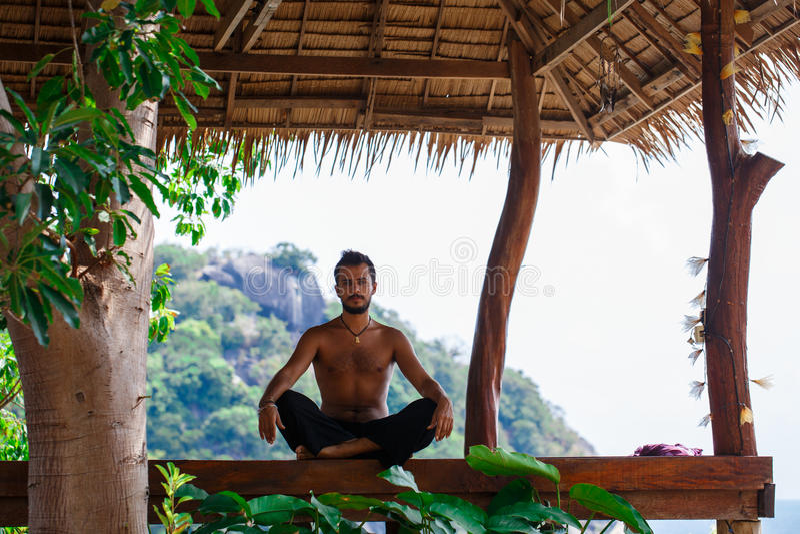 Homme dans la méditation photo libre de droits