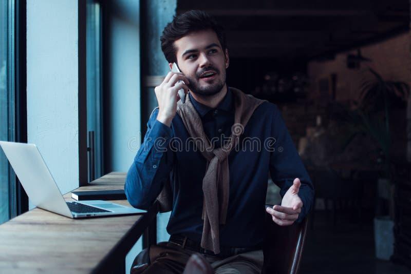 Homme dans le café photo libre de droits