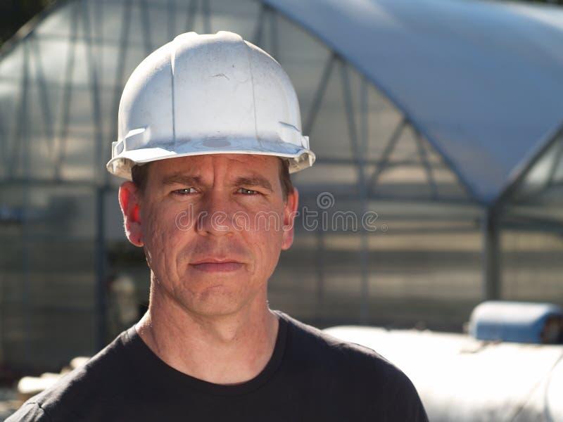 Homme dans le casque antichoc images stock