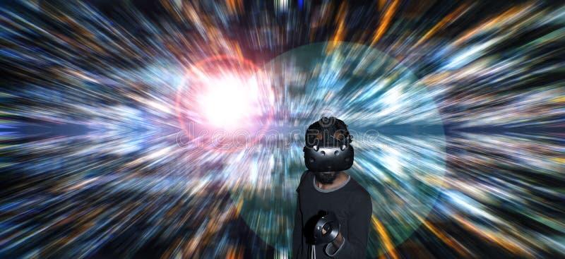Homme dans le casque de VR sur le fond lumineux d'instantanúx photos libres de droits