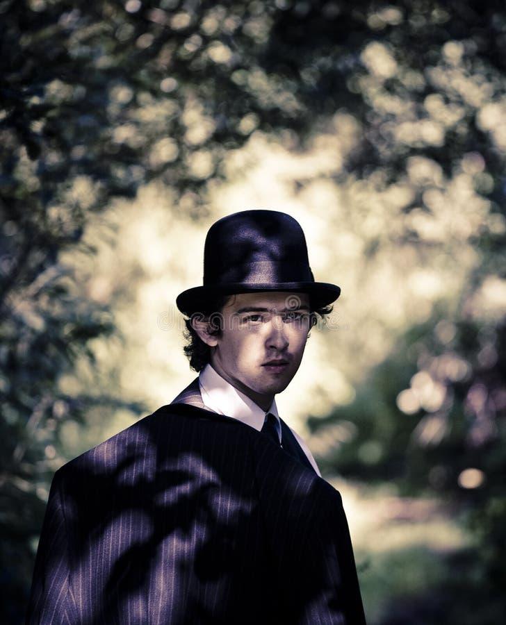 Homme dans le chapeau de chapeau melon. image libre de droits