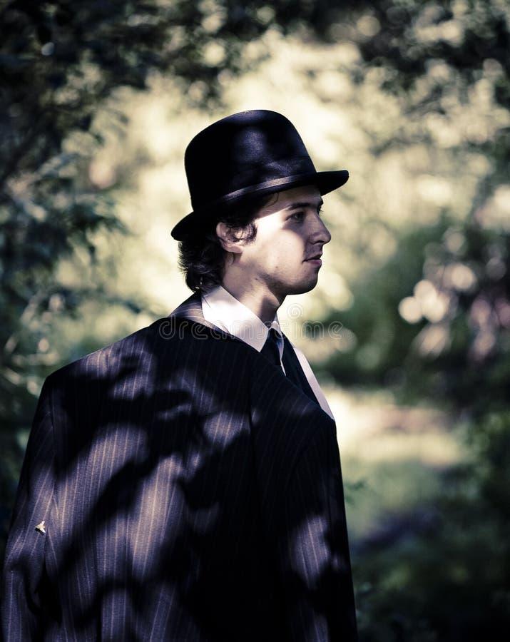 Homme dans le chapeau de chapeau melon. photo stock