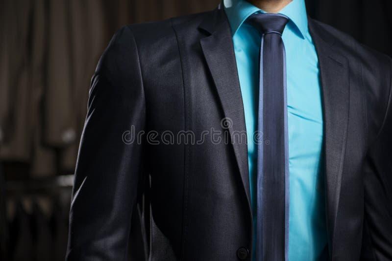 Homme dans le costume élégant d'homme d'affaires image libre de droits