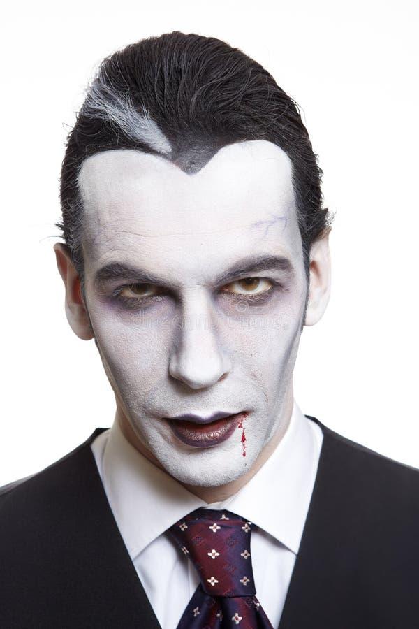 Homme dans le costume costumé de Dracula images stock