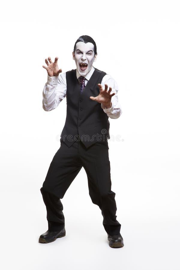 Homme dans le costume costumé de Dracula photo libre de droits