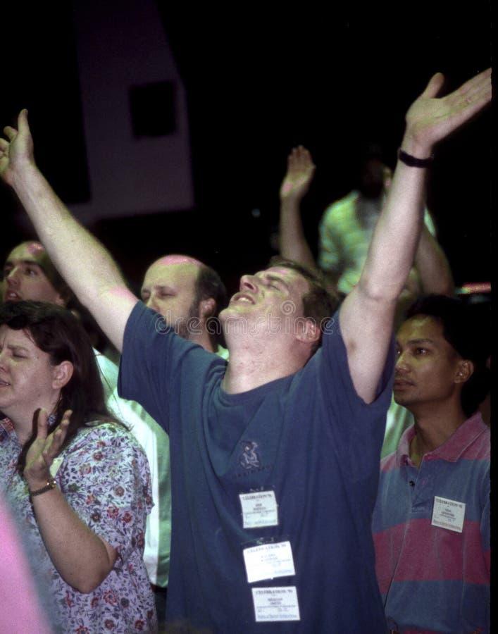 Homme dans le culte dans une retraite chrétienne en Indiana Pennsylvania image libre de droits