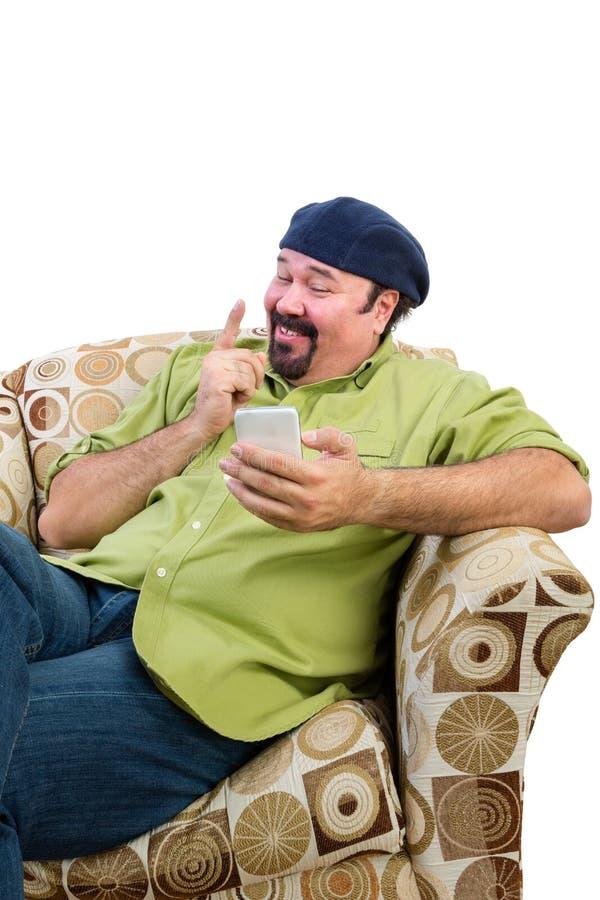 Homme dans le fauteuil avec le doigt de remuement mobile photographie stock