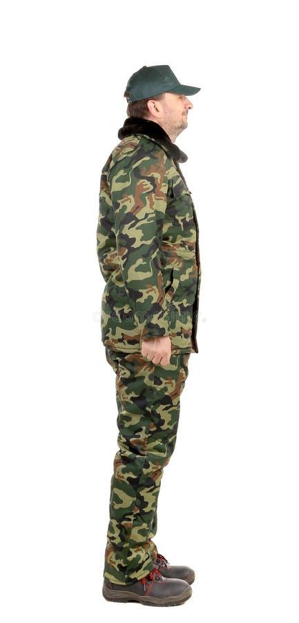 Homme dans le gilet de militaires. Vue de côté. photos stock