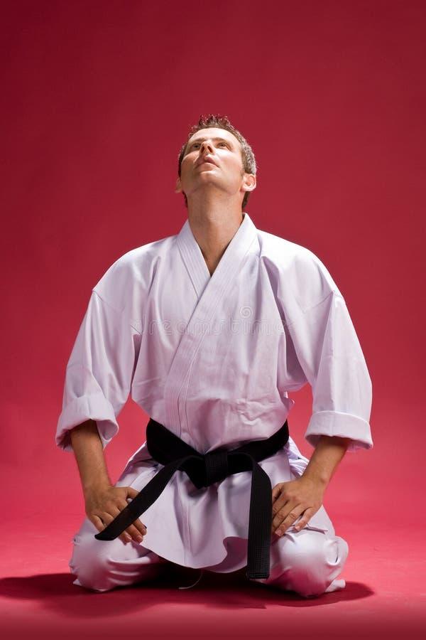 Homme dans le kimono de karaté photo libre de droits