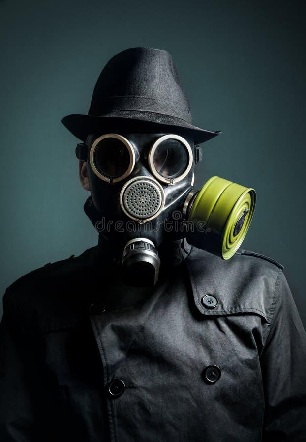 Homme dans le masque de gaz photos libres de droits