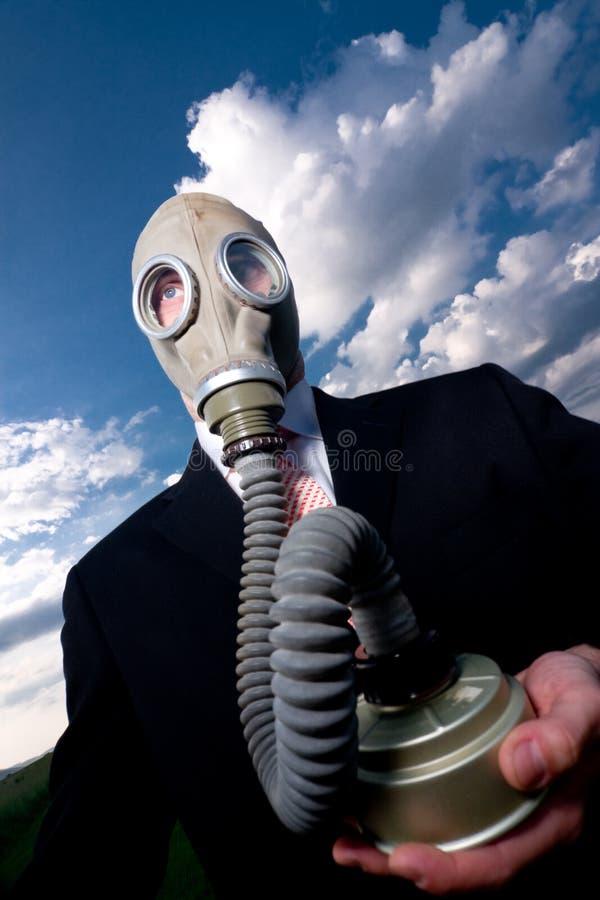 Homme dans le masque et le procès de gaz. photos stock