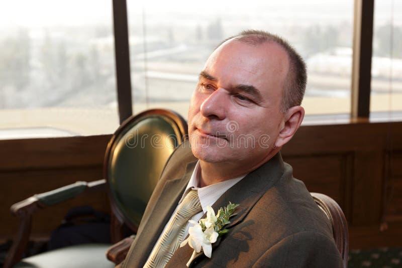 Homme dans le restaurant de mariage image stock