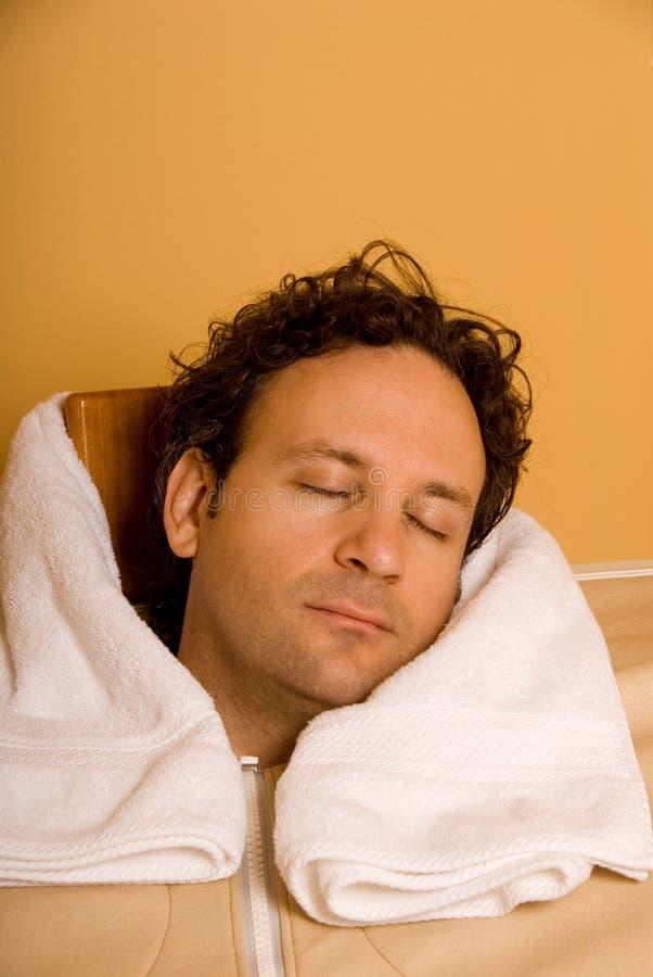 Homme dans le sauna photos libres de droits