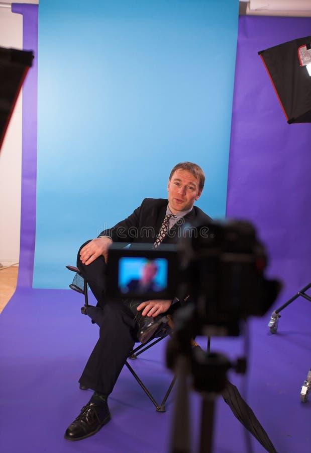 Homme dans le studio images libres de droits